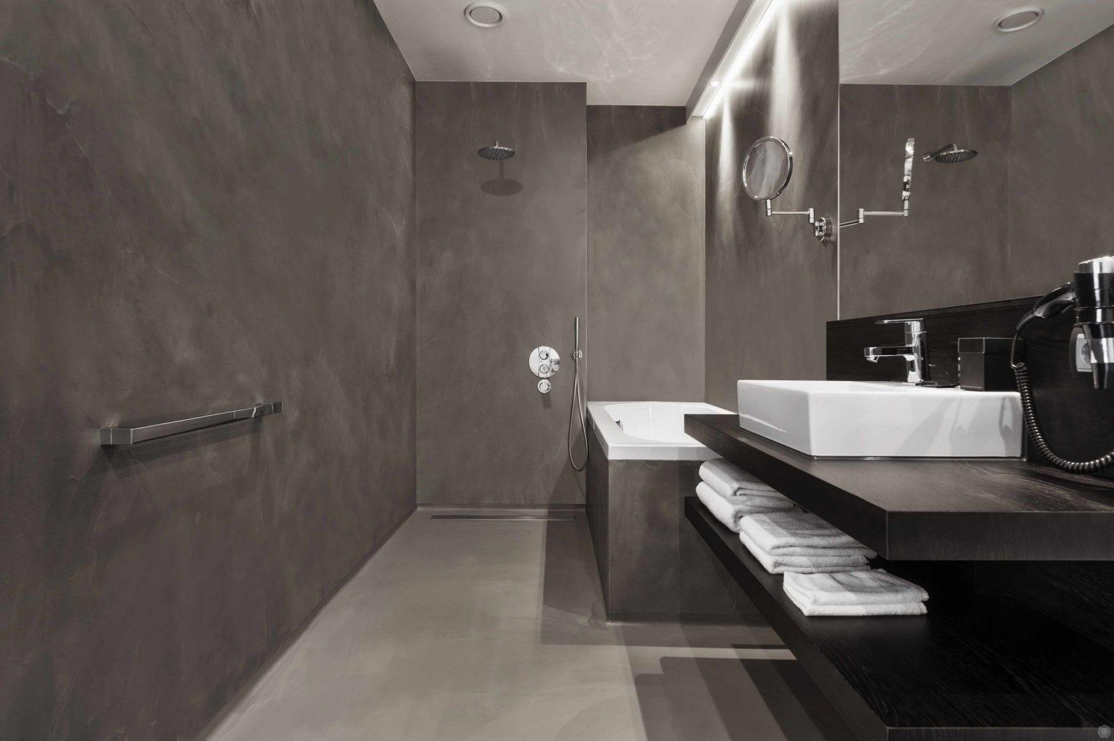 """Aus Einem """"guss"""" Nahtlose Flächen Mit Mineralstoffen  Bulling  Bad von Dusche Wandverkleidung Ohne Fugen Photo"""