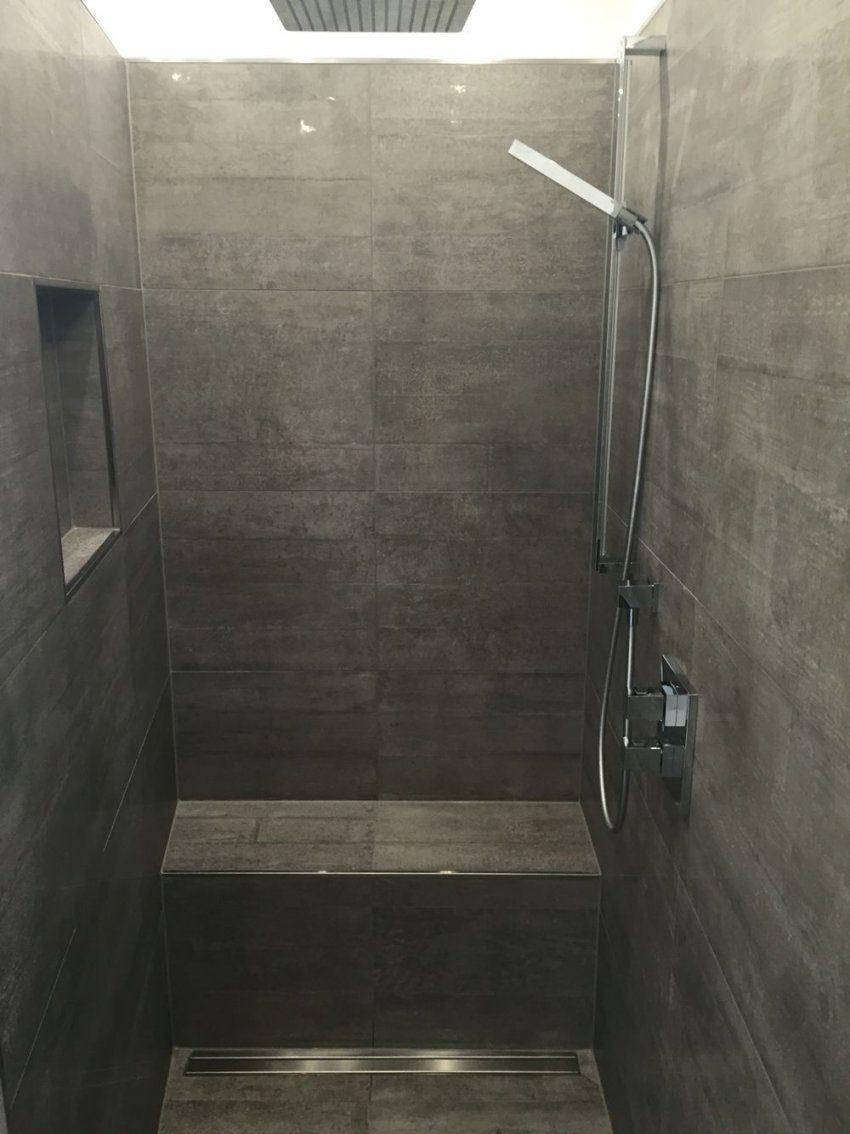 Begehbare Dusche Graue Fliesen In Betonoptik Geflieste Sitzbank von Begehbare Dusche Mit Sitzbank Bild