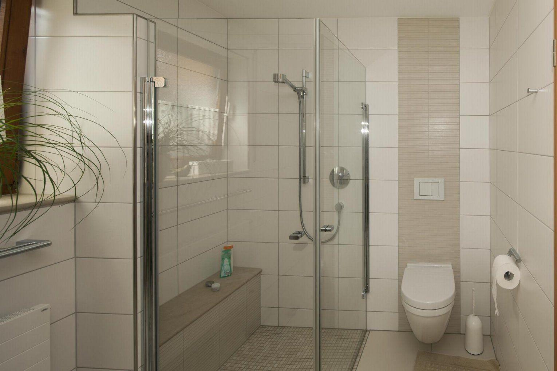 Begehbare Dusche Mit Sitzbank  Die Schönsten Einrichtungsideen von Begehbare Dusche Mit Sitzbank Bild