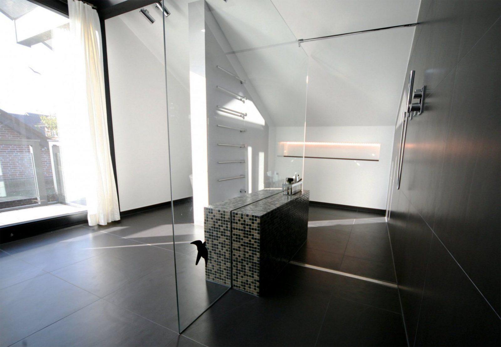 begehbare dusche graue fliesen in betonoptik geflieste. Black Bedroom Furniture Sets. Home Design Ideas