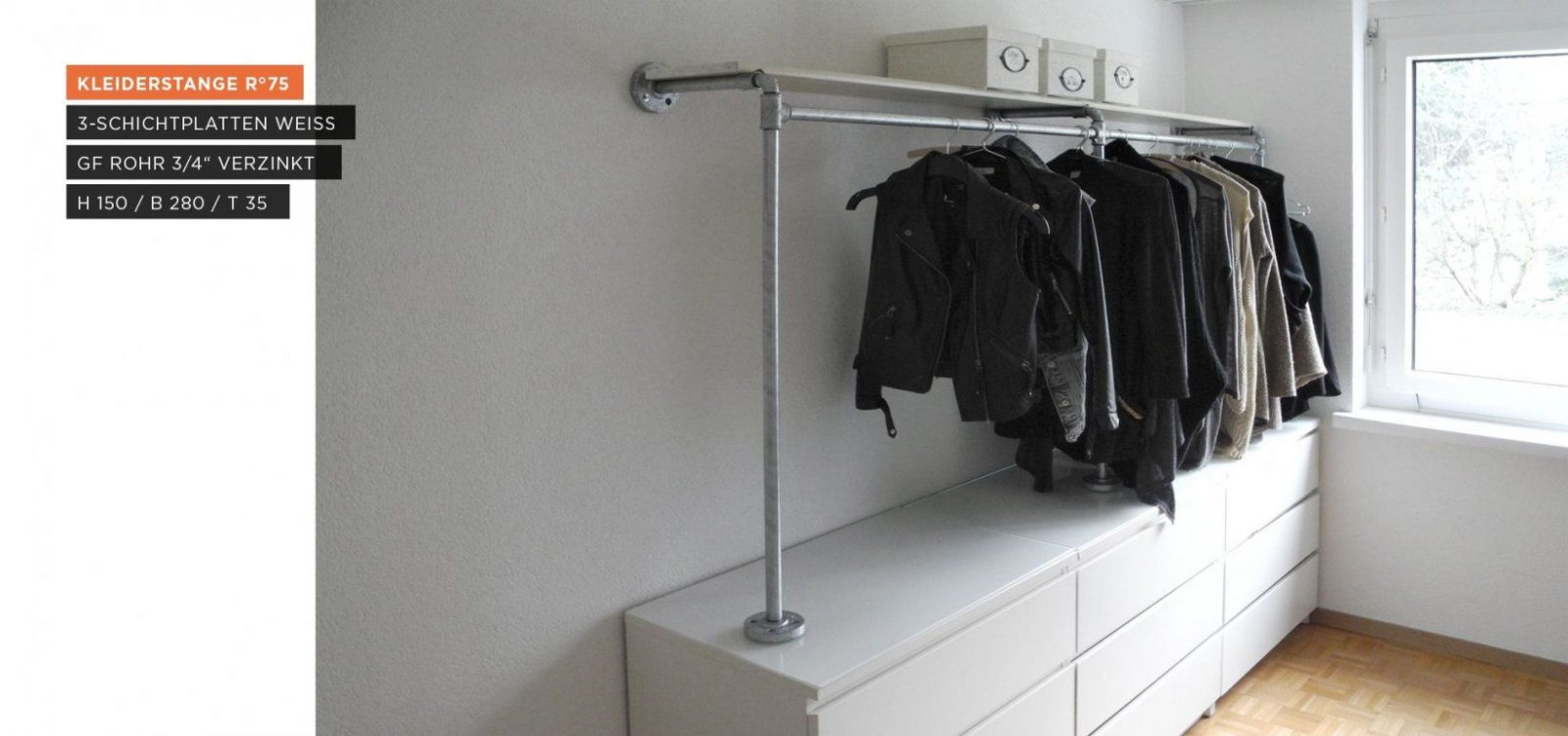 Begehbarer Kleiderschrank  Kleiderstange Auf Sideboard von Kleiderständer Aus Rohren Selber Bauen Bild