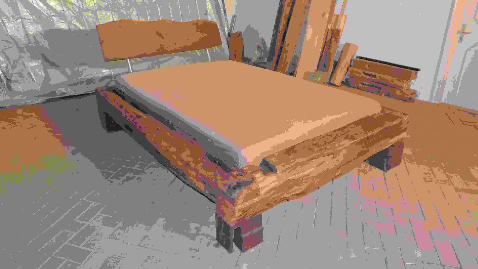 Betten  Bett Aus Alten Eichebalken Historisches Fachwerk  Ein von Bett Aus Alten Balken Photo