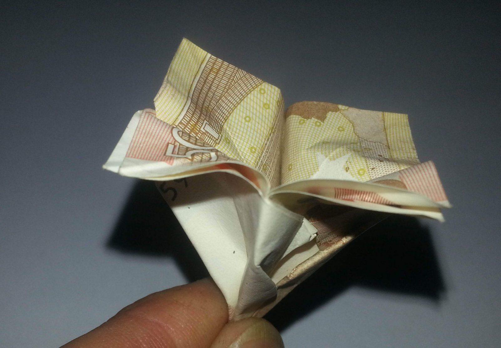 Blume Aus Einem Geldschein Falten  Origami Mit Geldscheinen von Blumen Falten Aus Geldscheinen Bild