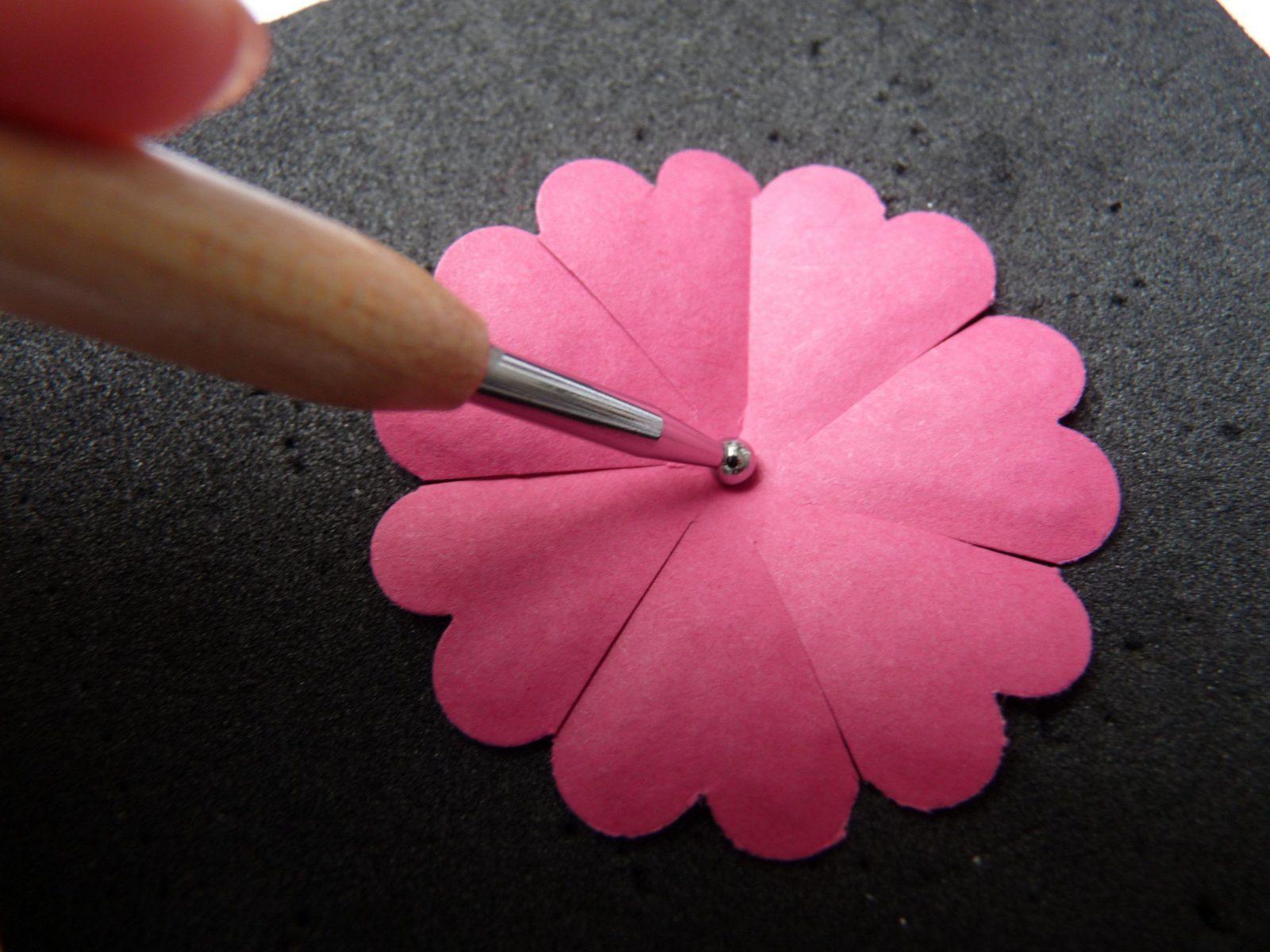 Blumeauspapierbastelnfesselndaufkreativedekoideenmitzusatzlichen Anleitungblume15 von Rose Basteln Papier Anleitung Bild