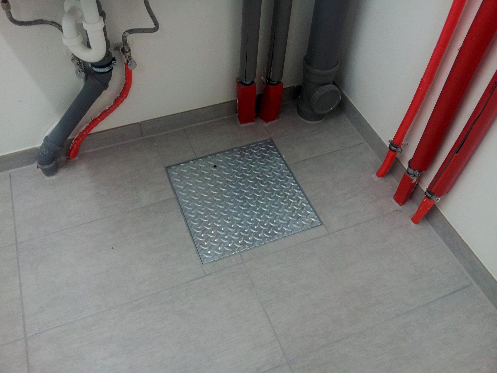 Boden Verlegen Finest Trschwelle Mit Blauem Pvc Im Raum With Boden von Pvc Boden Auf Fliesen Verlegen Bild