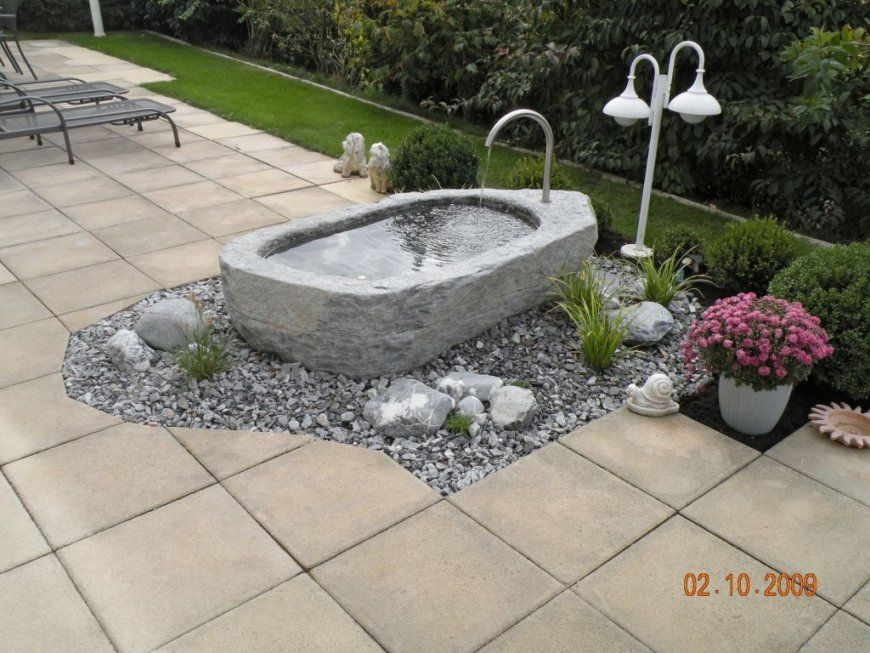 Brunnen Im Garten 25 Ideen Fr Gartenbrunnen Und Springbrunnen Tipps von Brunnen Im Garten Anlegen Bild