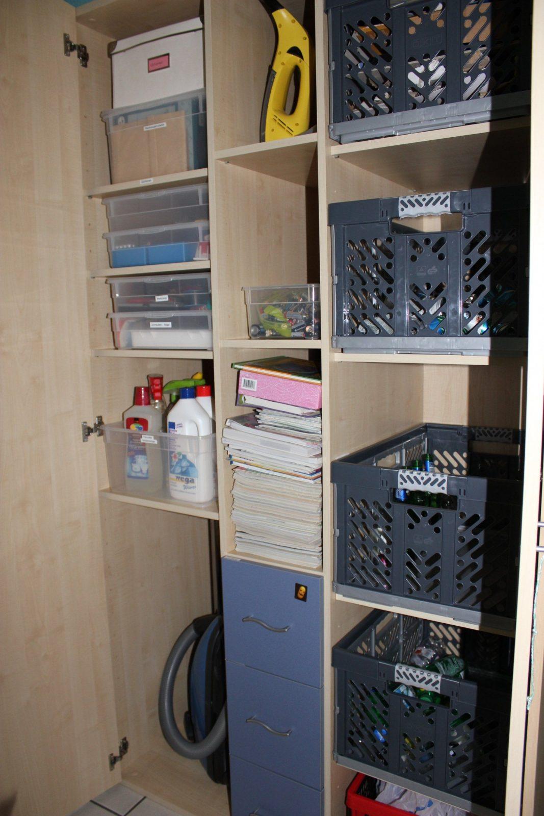Büroordnung Und Recyclingschrank – Little Miss Organized von Schrank Für Putzmittel Und Staubsauger Bild