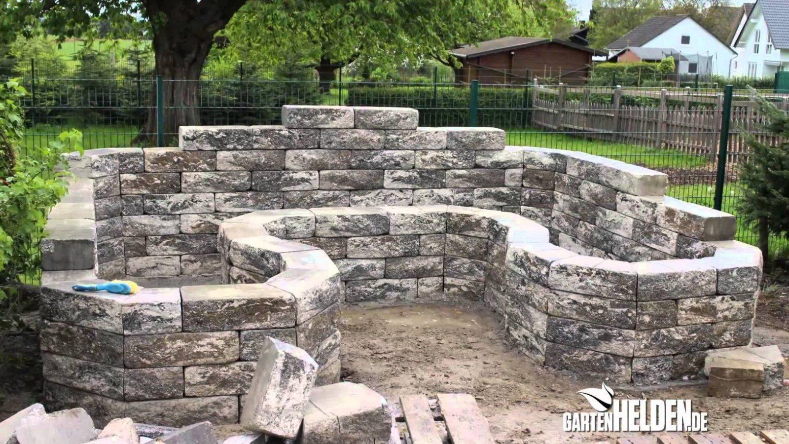 Das Hochbeet  Gartenhelden 86  Youtube von Steinmauern Im Garten Selber Bauen Bild