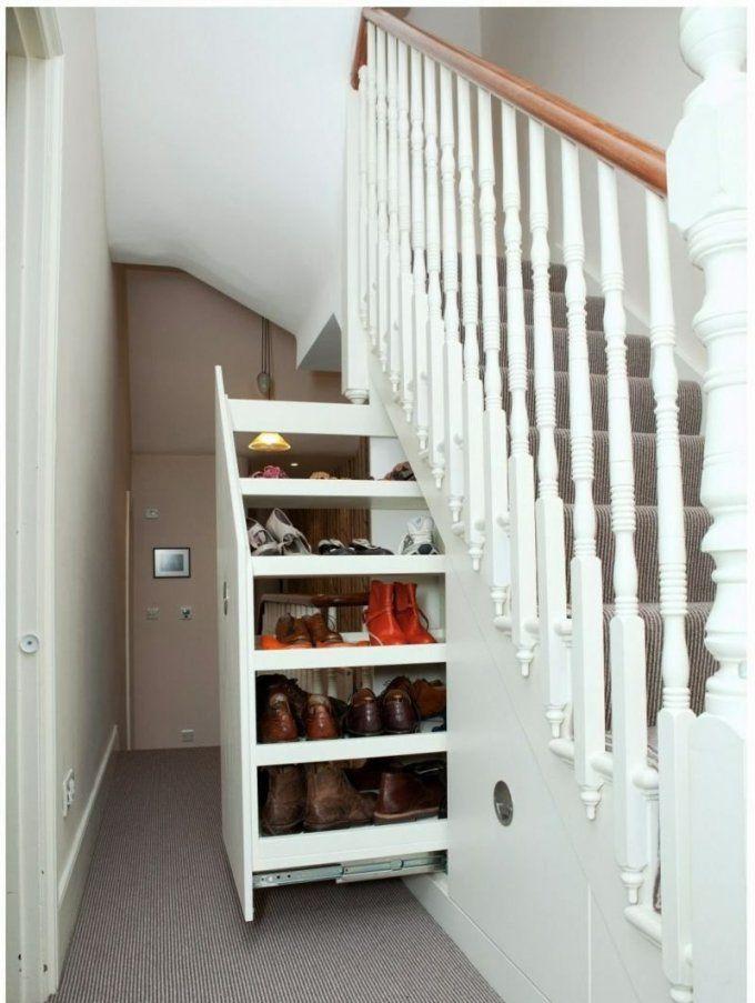 Der Treppen Stauraum Ist Praktisch Bei Engen Fluren  Zukünftige von Stauraum Unter Offener Treppe Bild
