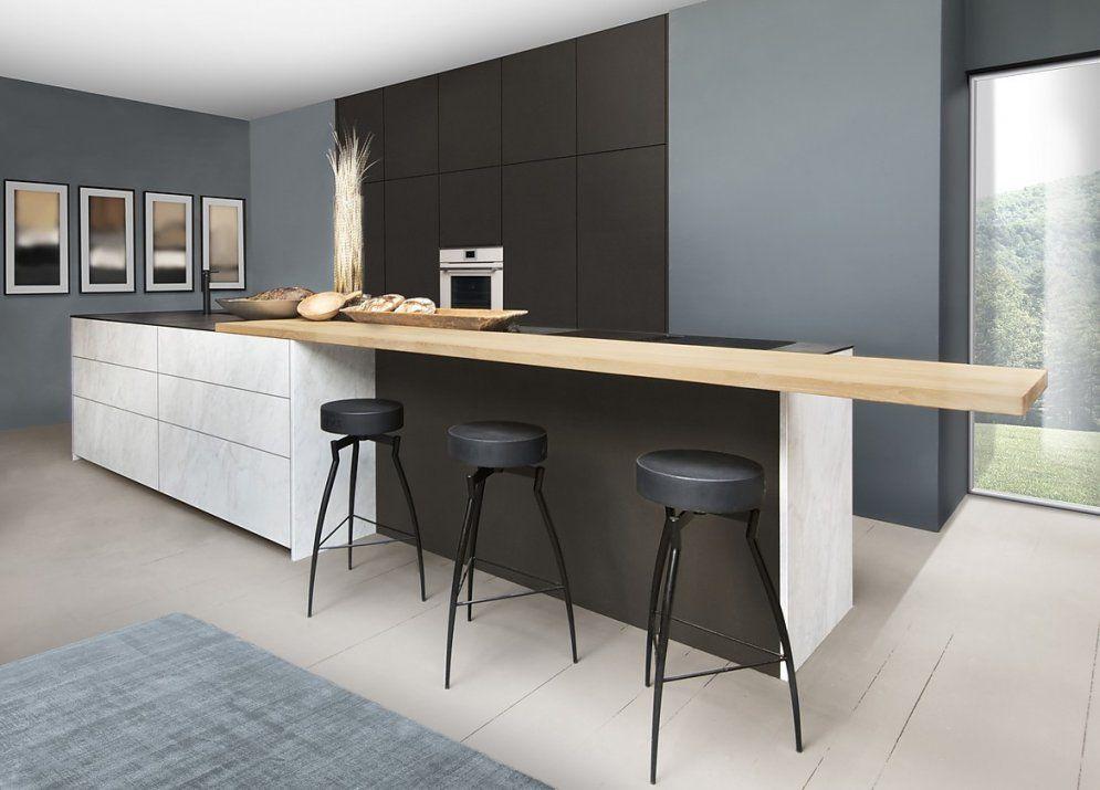 Designerküche Mit Kochinsel von Küche Mit Kochinsel Und Sitzgelegenheit Bild