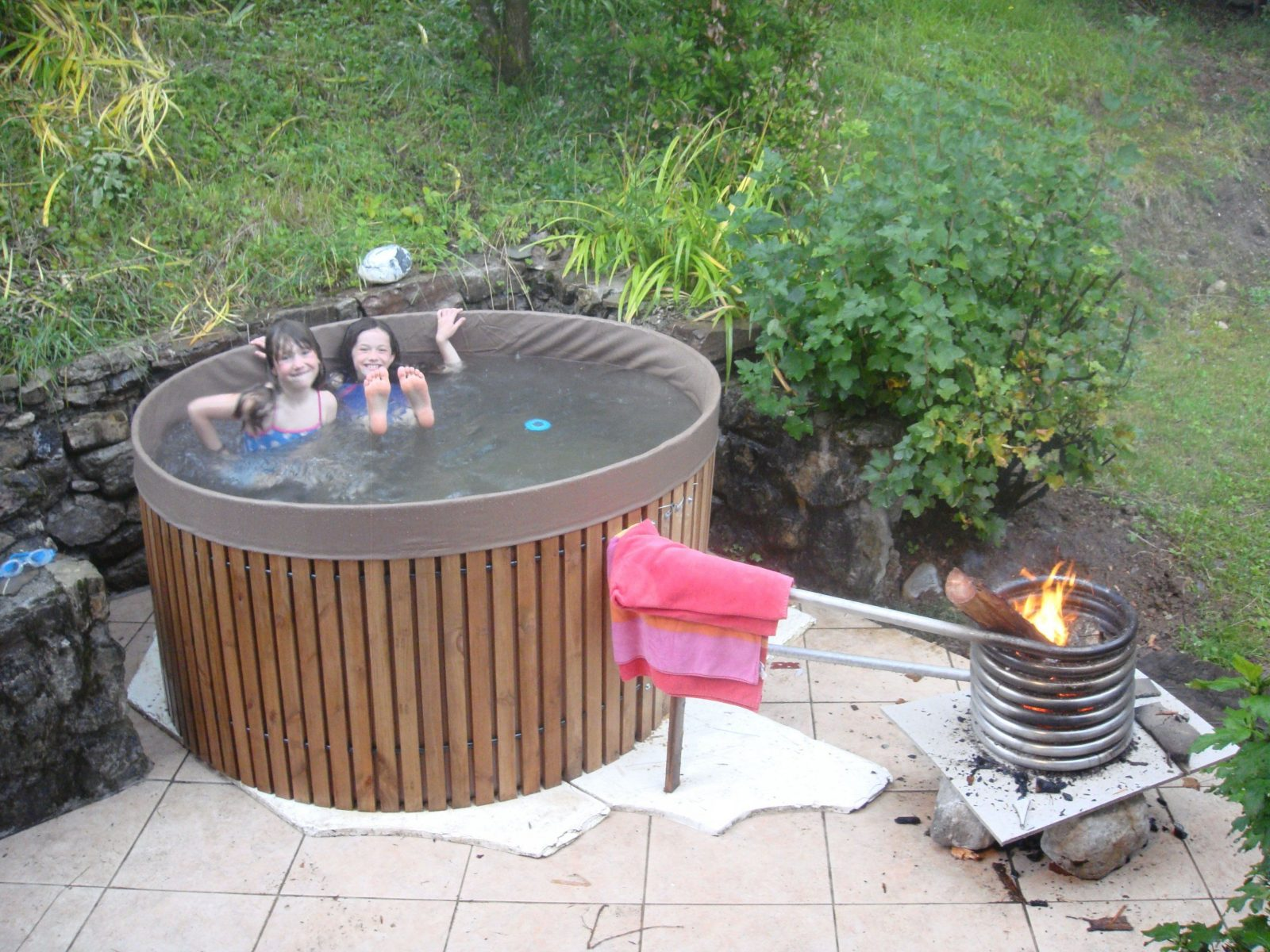 Diy Hot Tub  From Cold To Bath Temp In 35 Hours Woodfire Inside A von Hot Tube Selber Bauen Bild