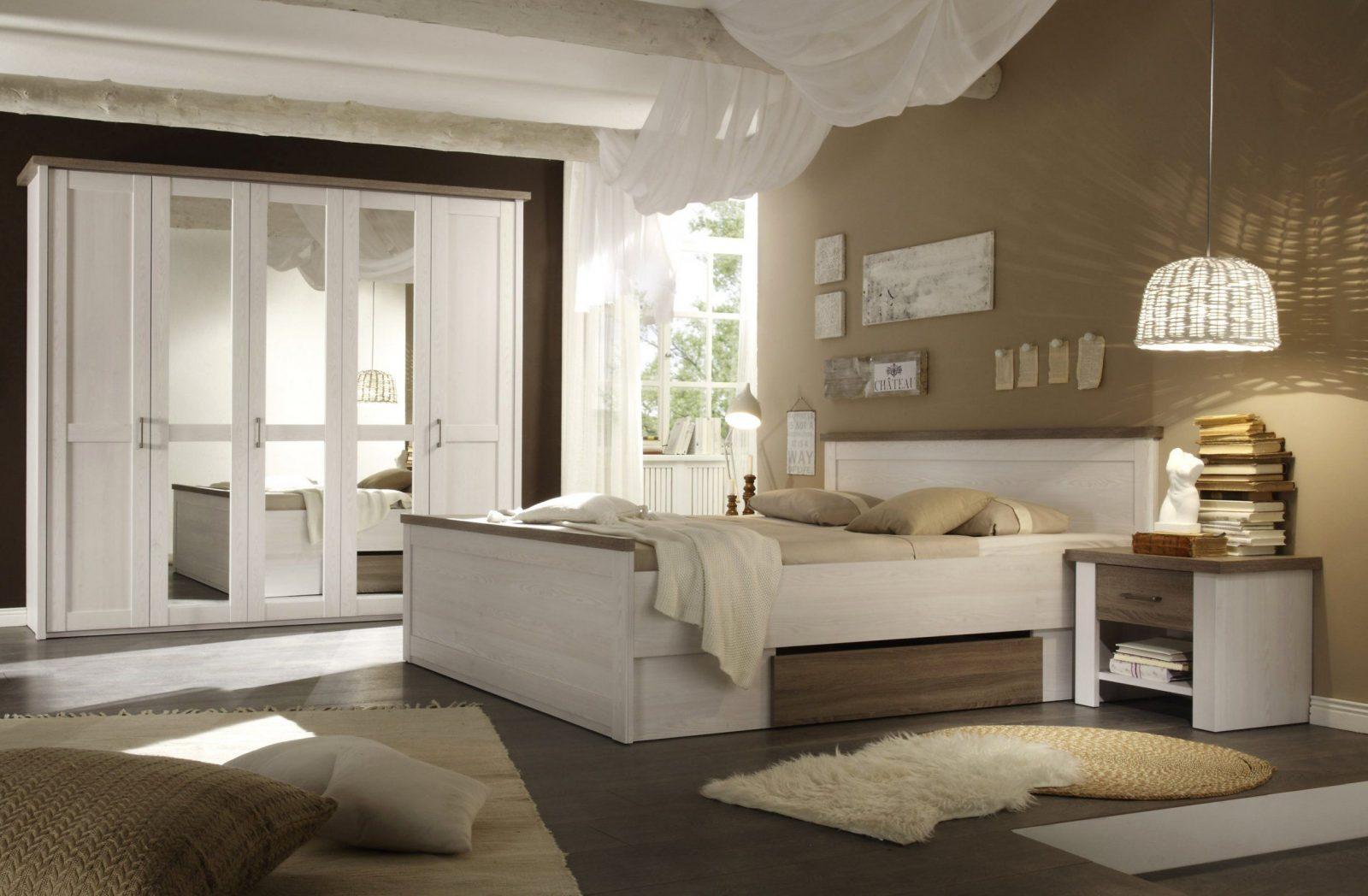 Dunkle Möbel Im Schlafzimmer Und Stilvolle Weiß Streichen Braun von Dunkle Möbel Weiß Streichen Photo