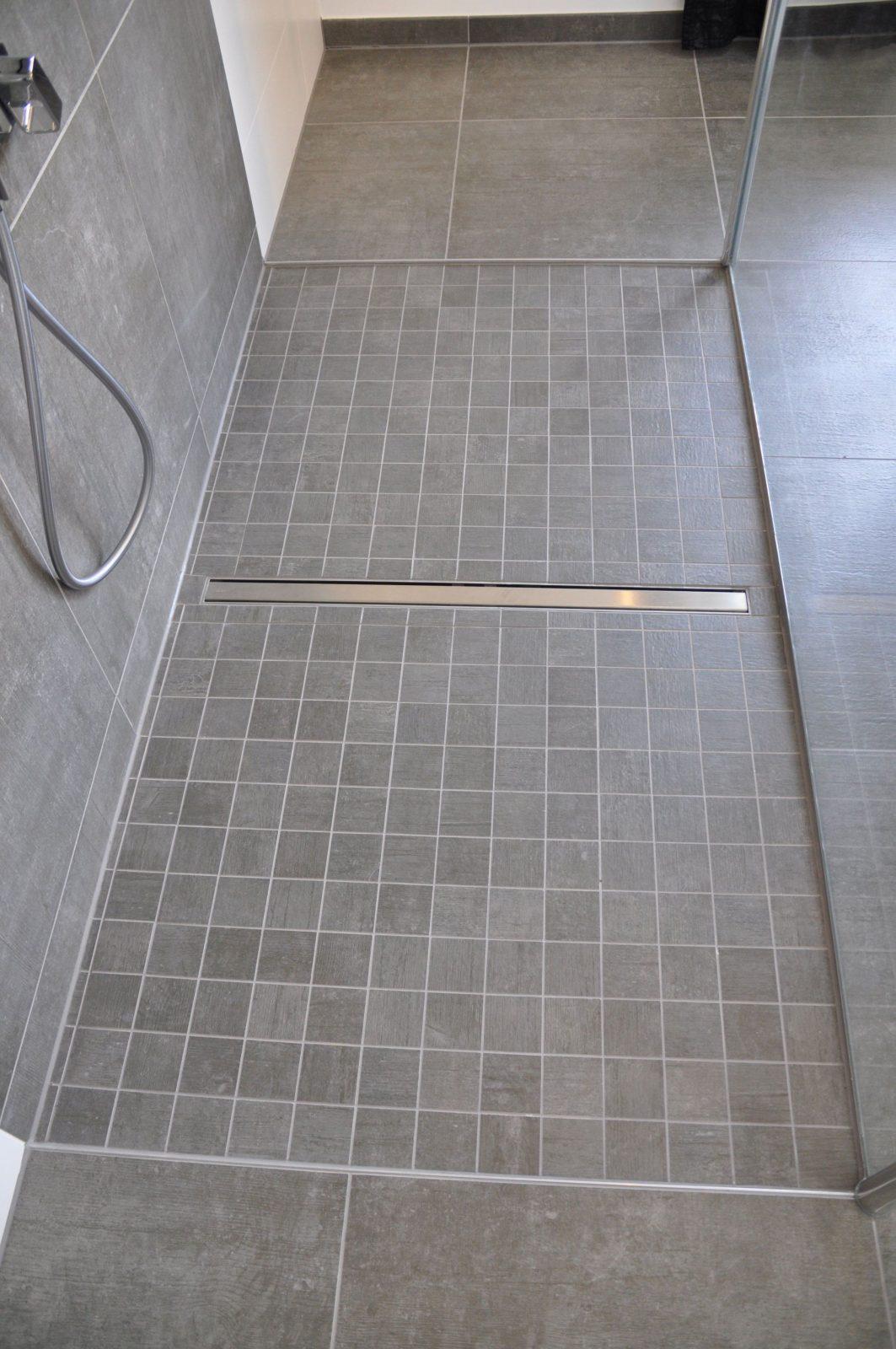 Dusche Grose Fliesen Mit Bodenebene Dusche Mit Mosaik Villeroy Boch von Mosaik Fliesen Für Dusche Photo