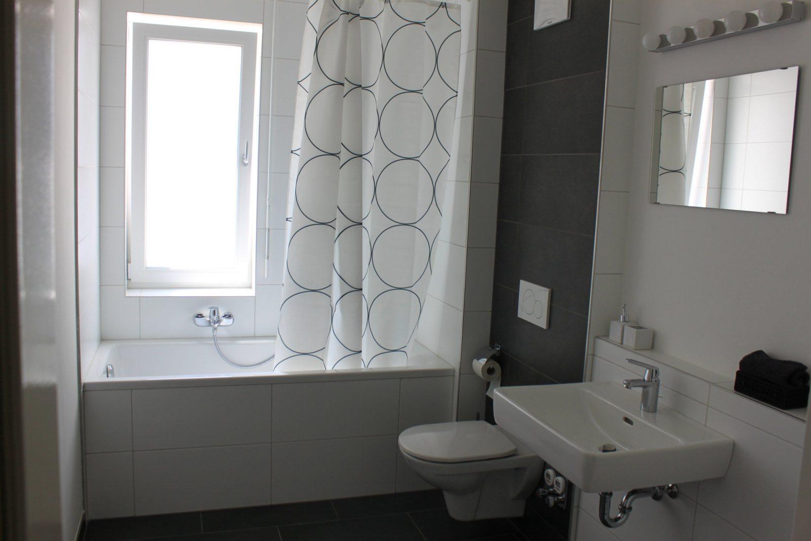 Dusche Vorm Fenster L 246 Sung Haus Design Ideen
