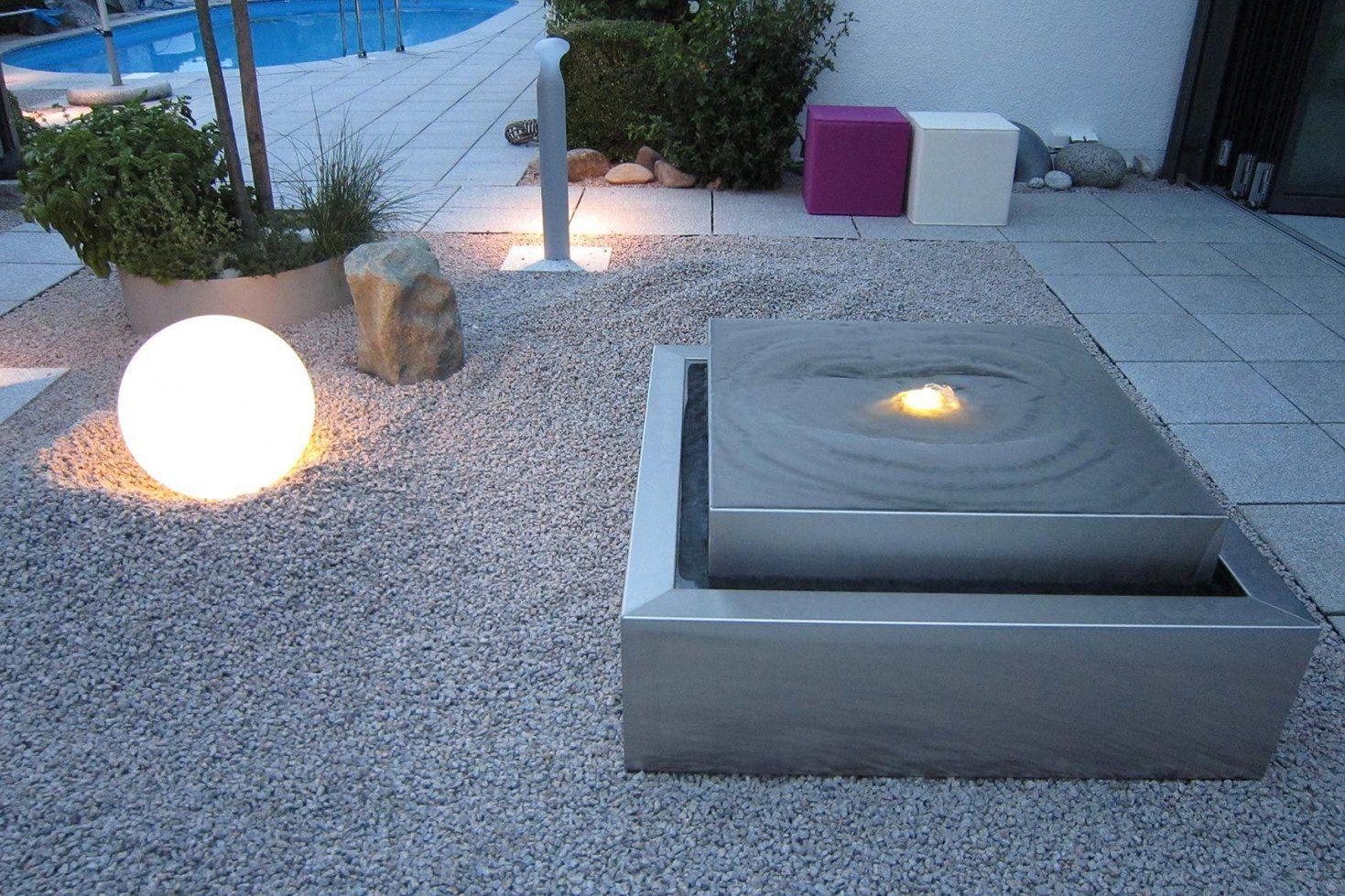 Edelstahlgartenbrunnen In Kubistischer Form Kubusbrunnen von Gartenbrunnen Edelstahl Mit Beleuchtung Bild