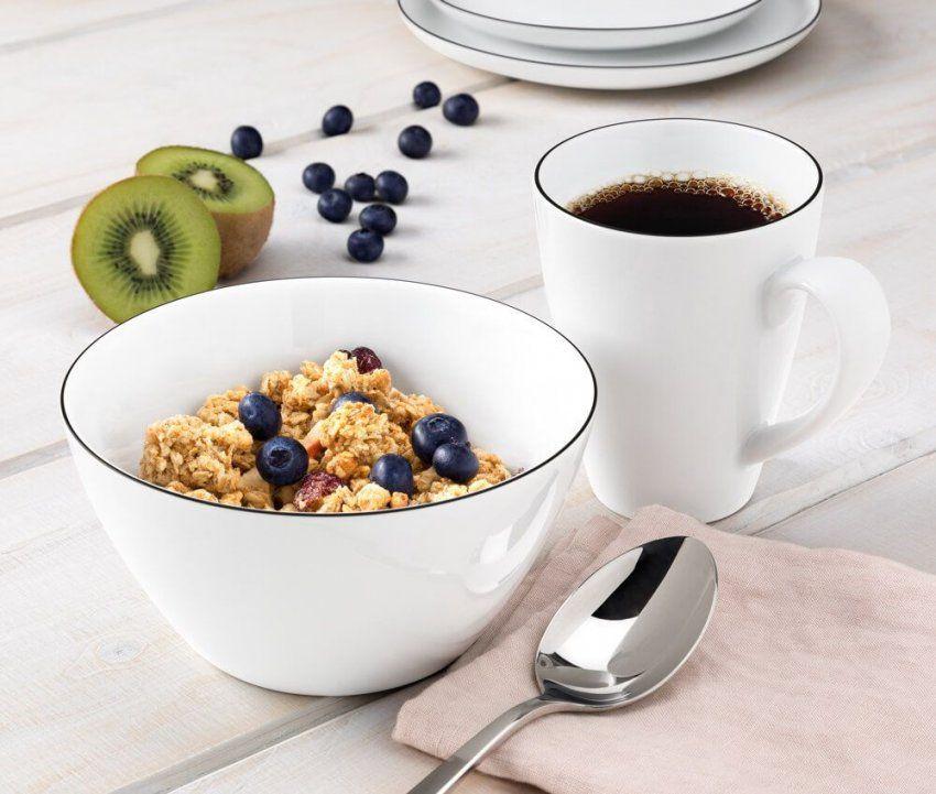 Ein Gesundes Müsli Und Eine Tasse Kaffee Schmeckt Am Besten Mit Lido von Welcher Kaffee Schmeckt Am Besten Bild