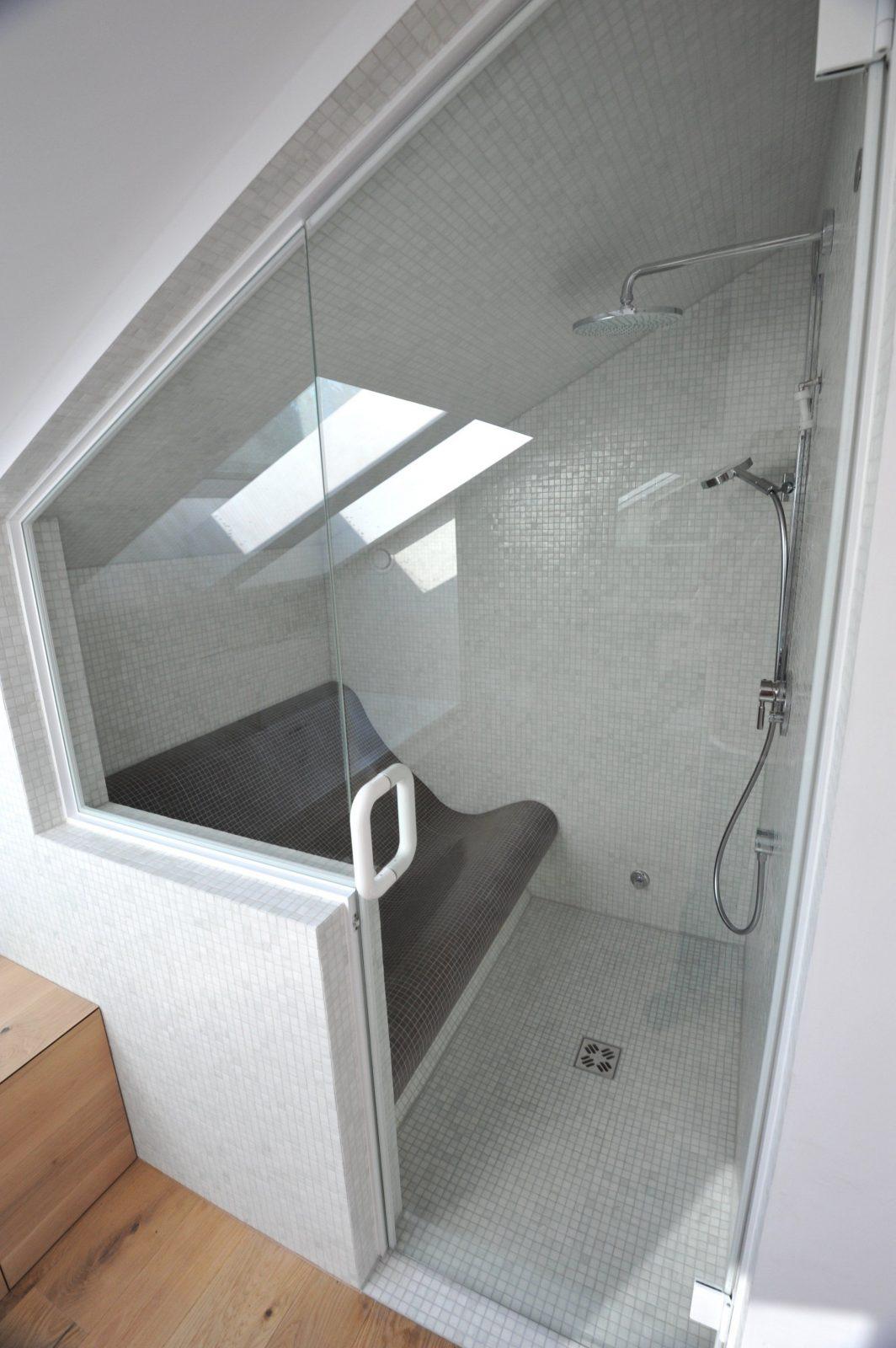 Elegant Duschkabine In Dachschrã Ge Mit Glasmack Montage Glas Alles von Dusche In Der Dachschräge Bild