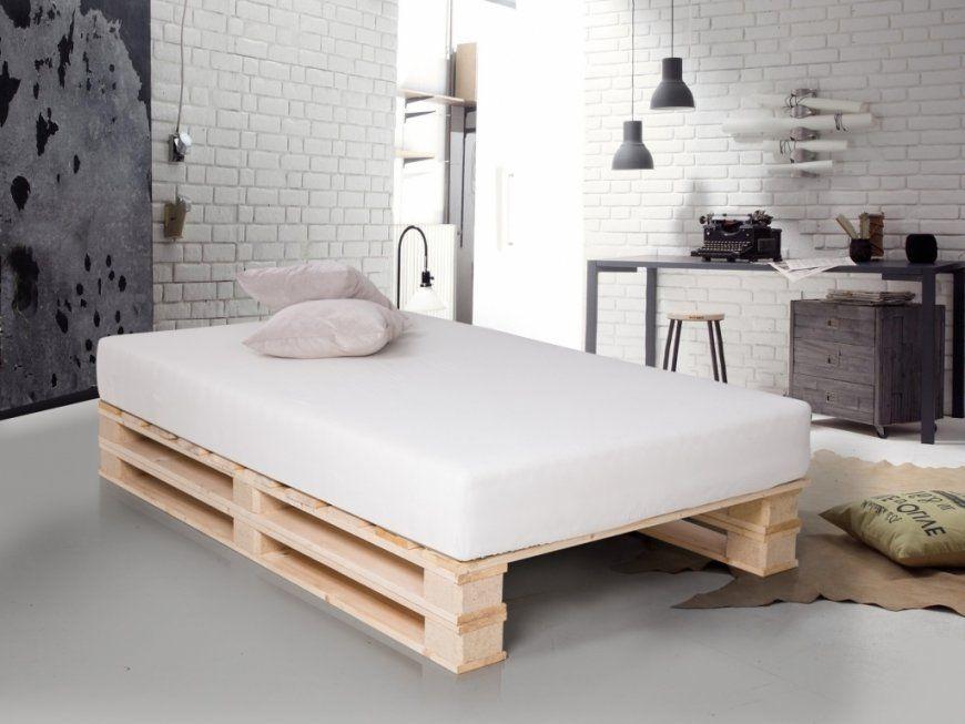 Emejing Bett Aus Paletten Bauen Contemporary  Kosherelsalvador von Bett Aus Paletten Bauen 140X200 Bild