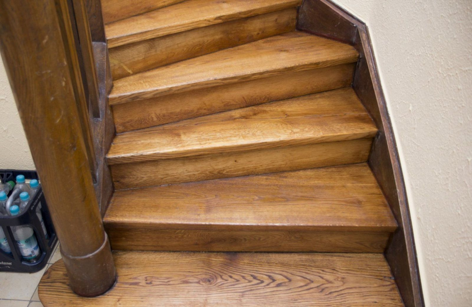 Erstaunlich Alte Holztreppe Aufarbeiten Treppe Abschleifen von Alte Holztreppe Neu Gestalten Photo