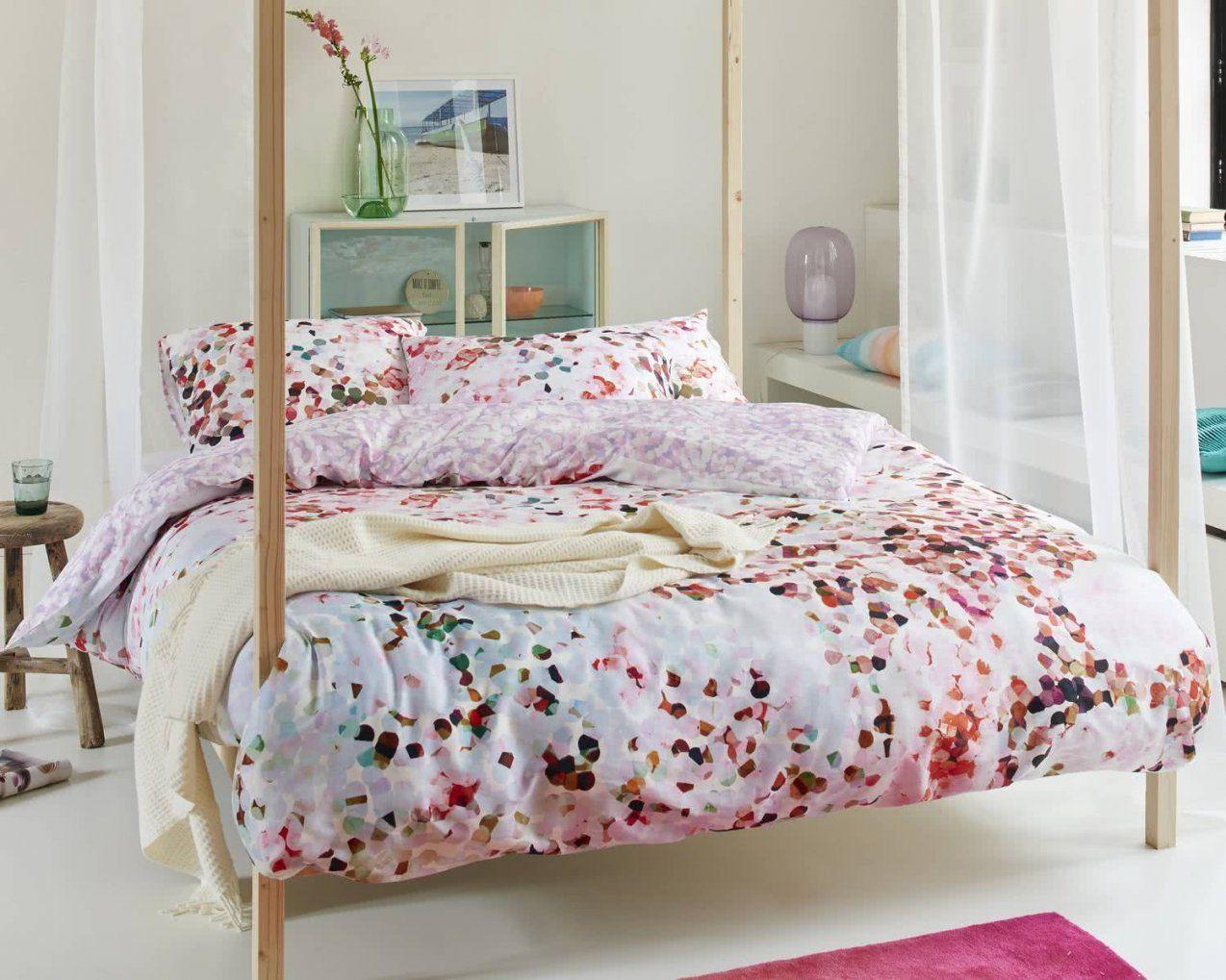 qvc bettw sche winter winnie puuh bettw sche kleiderschr nke unter dachschr ge kolonialstil. Black Bedroom Furniture Sets. Home Design Ideas