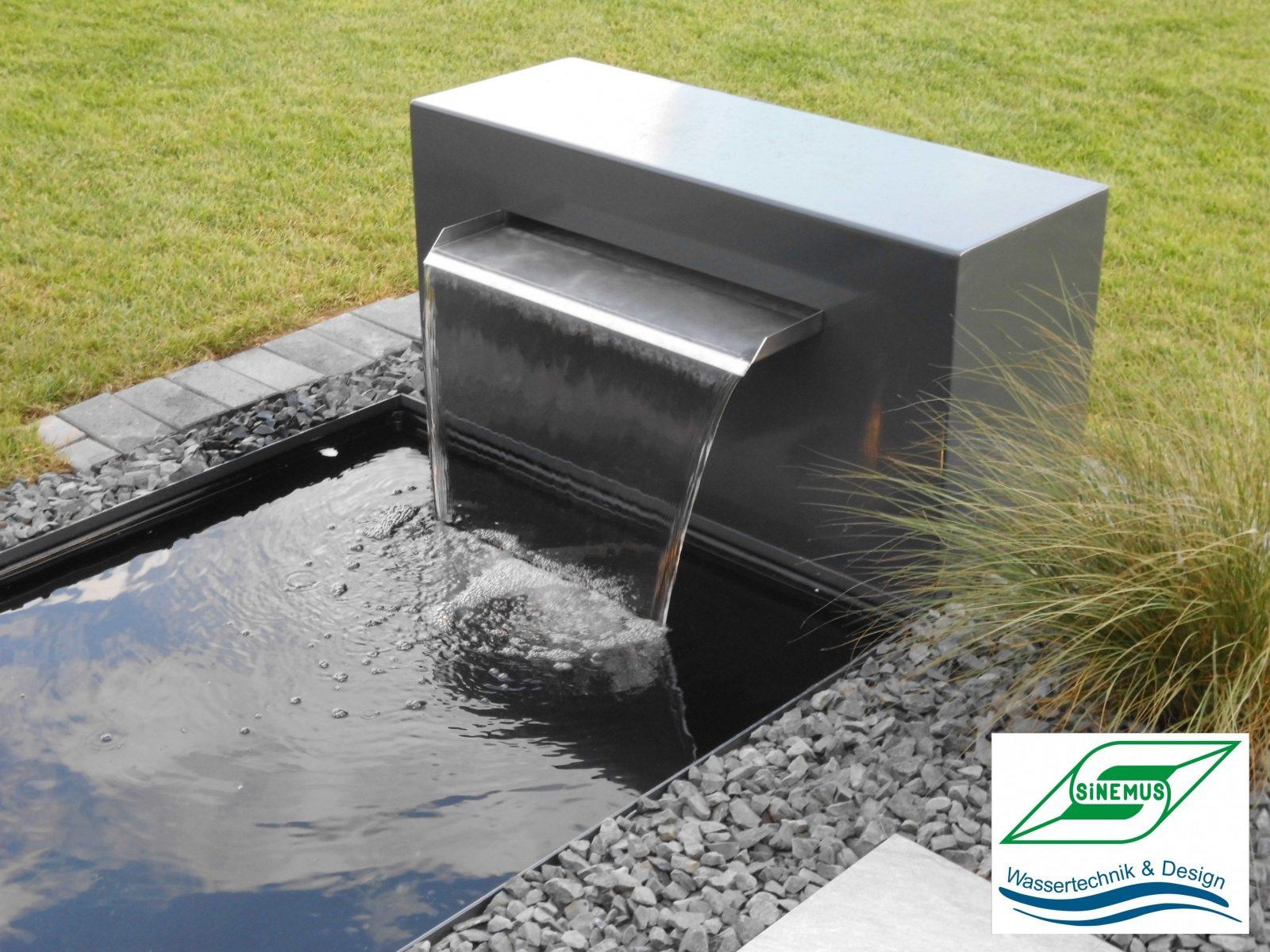 Exklusive Wasserbecken Sowie Wasserschalen Und Metallbrunnen von Moderne Wasserspiele Für Den Garten Photo
