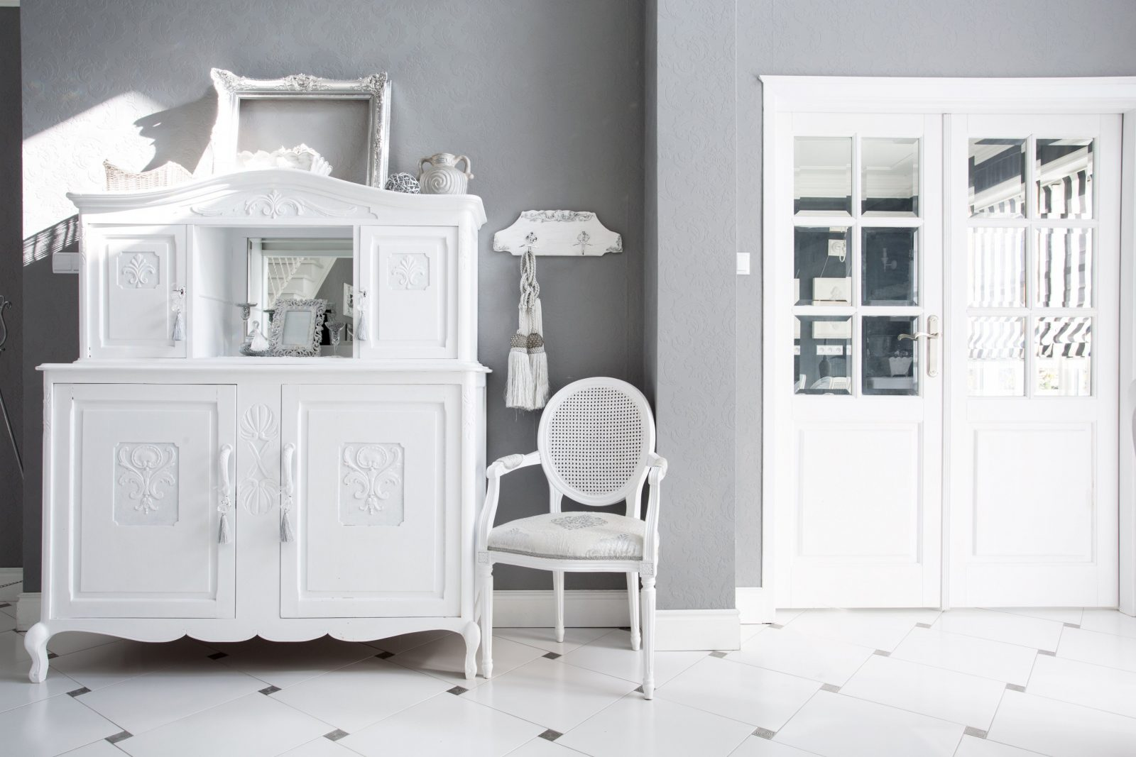 dunkle m bel wei streichen haus design ideen. Black Bedroom Furniture Sets. Home Design Ideas