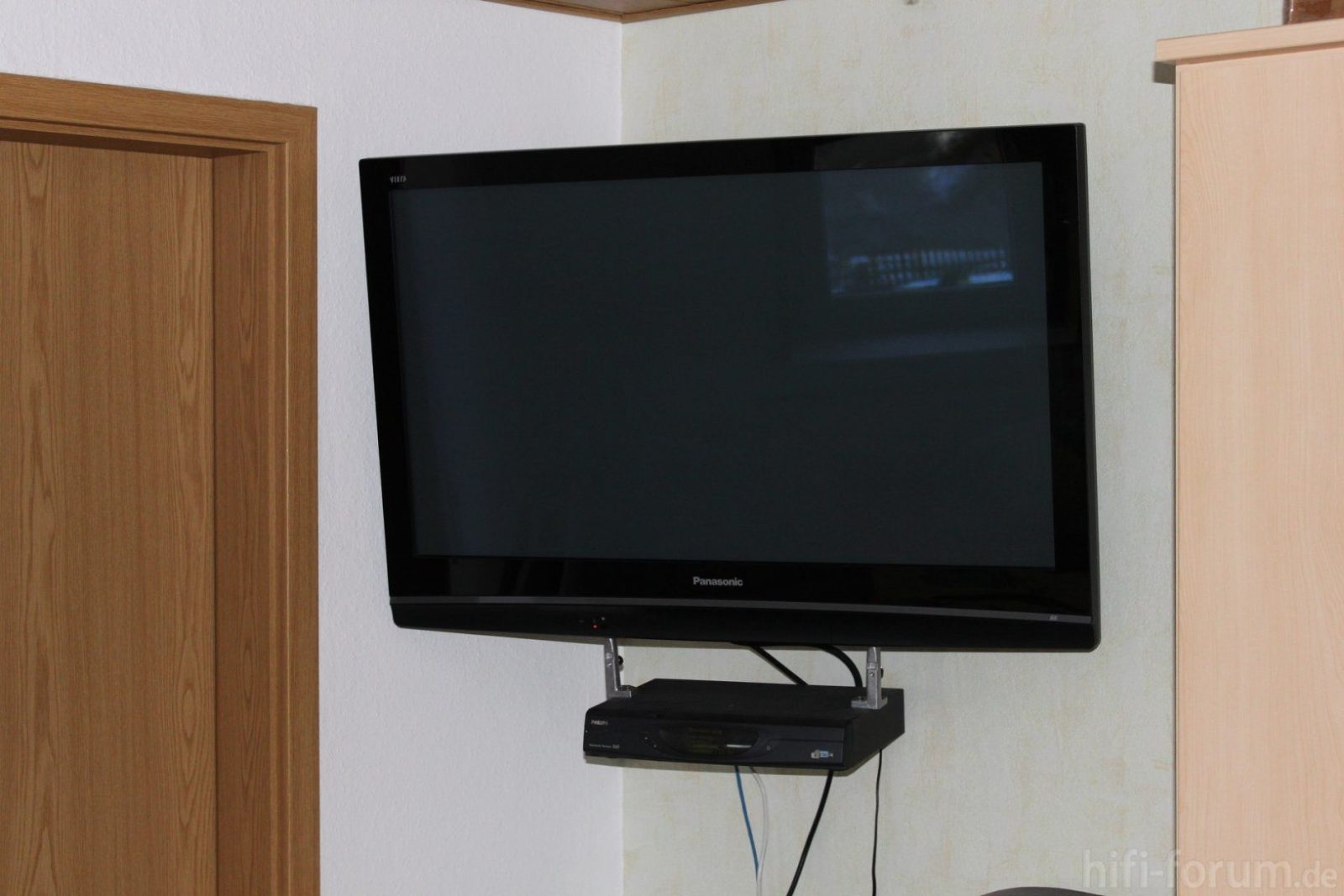 Fabelhafte Fernseher An Der Wand Kabel Verstecken Tv Wandhalterung von Fernseher An Wand Kabel Verstecken Photo