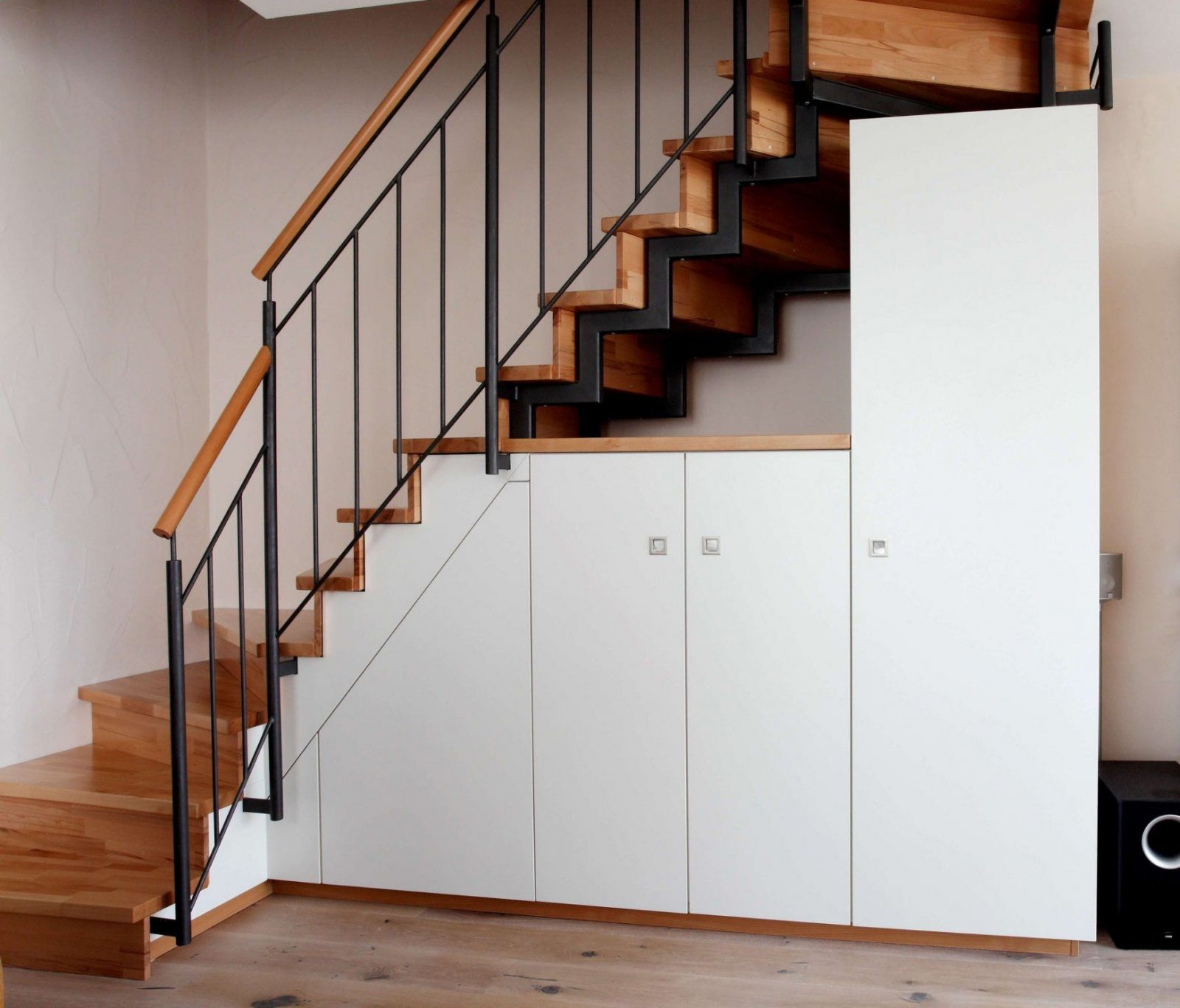 dekoration leicht gemacht charmant stauraum unter offener von stauraum unter offener treppe bild. Black Bedroom Furniture Sets. Home Design Ideas