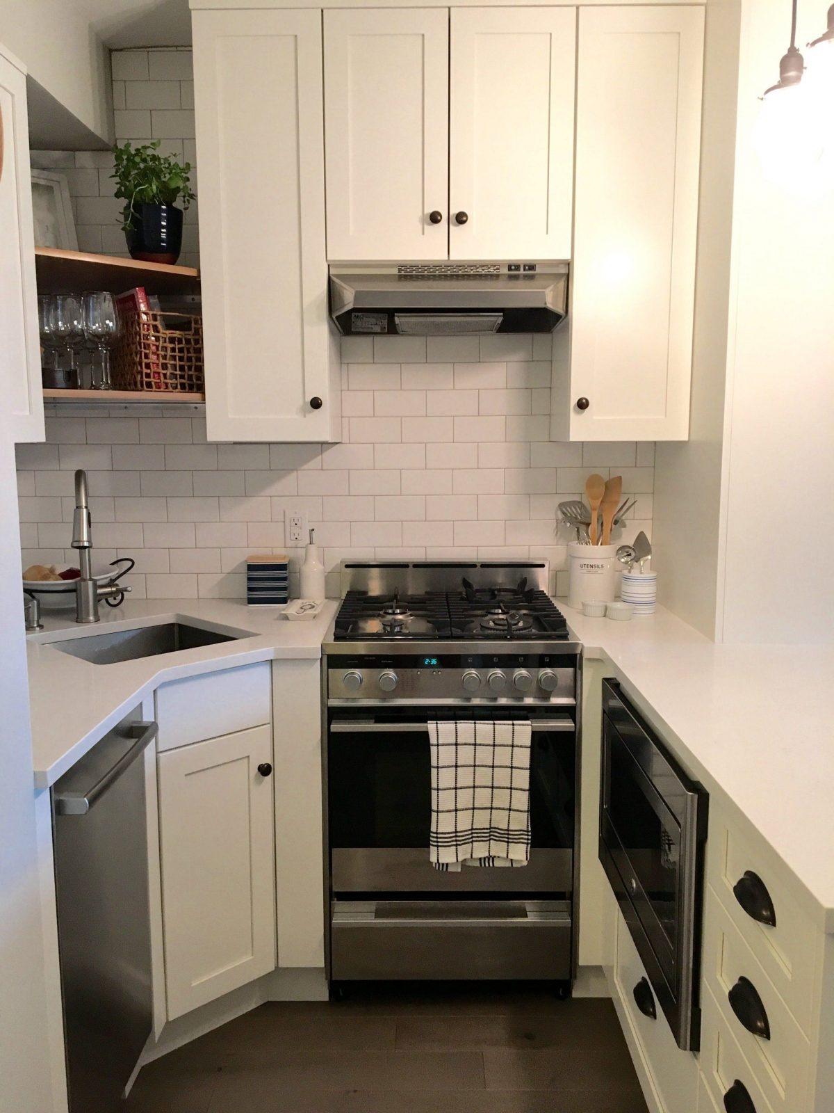 From Gut To Gorgeous A Complete Studio Apartment Makeover von Küchenlösungen Für Kleine Räume Photo