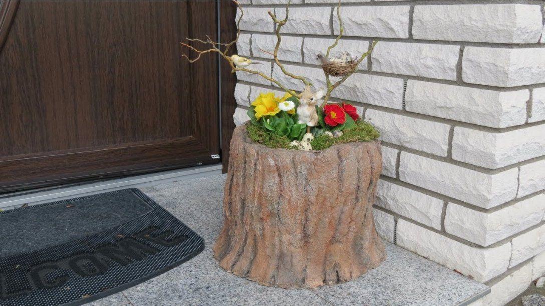 Frühling  Ostern Deko Mit Blumen  Dekoration Vor Der Haustür von Deko Ideen Vor Der Haustür Frühling Photo