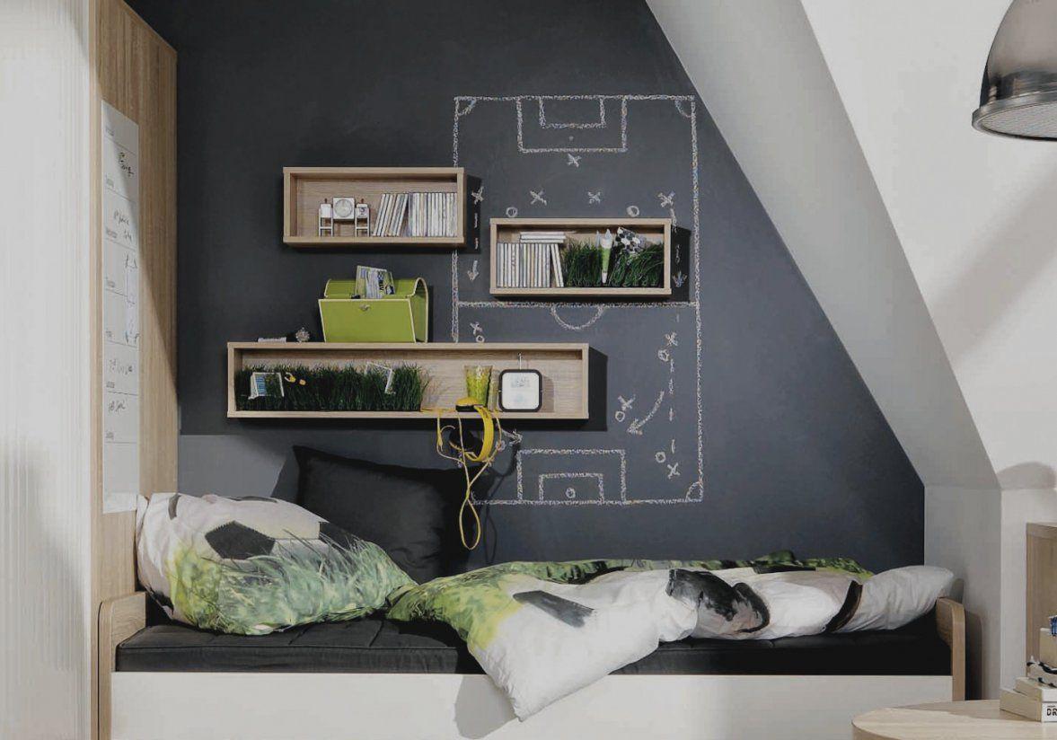 Gallery Of Jugendzimmer Dachschrage In Dunkelblau Und Creme von Jugendzimmer Mit Dachschräge Gestalten Photo