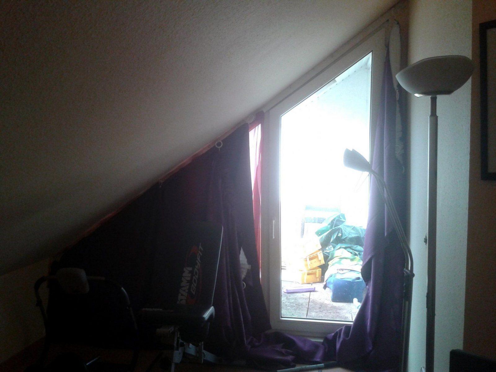 Gardinen Oder Rolloidee Für Schräges Fenster Gesucht  Hausgarten von Gardinen Für Schräge Dachfenster Bild