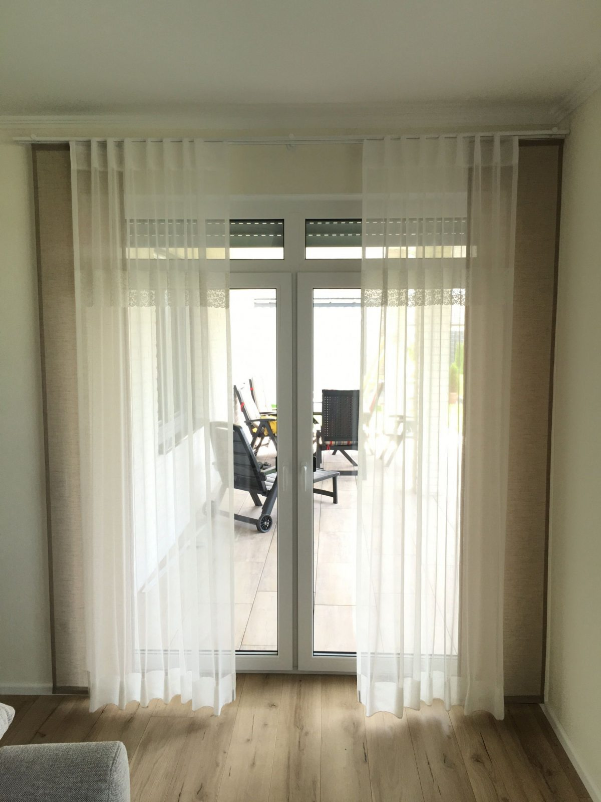 Gardinen Store Taupe Spitze Weiß Schal Für Große Fenster von Gardinen Für Große Fensterfront Bild