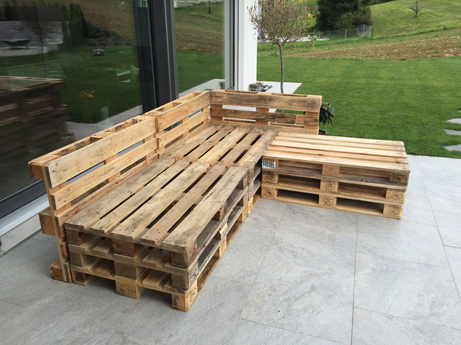 Gartenlounge Aus Paletten Selber Bauen  Heimwerkerking von Garten Lounge Aus Paletten Selber Bauen Photo