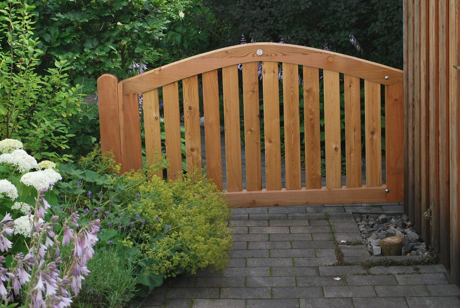 Gartentor Holz Nach Maß Mit Zaunanlagen Tore Individuell Gestalten von Gartentor Holz Nach Maß Bild