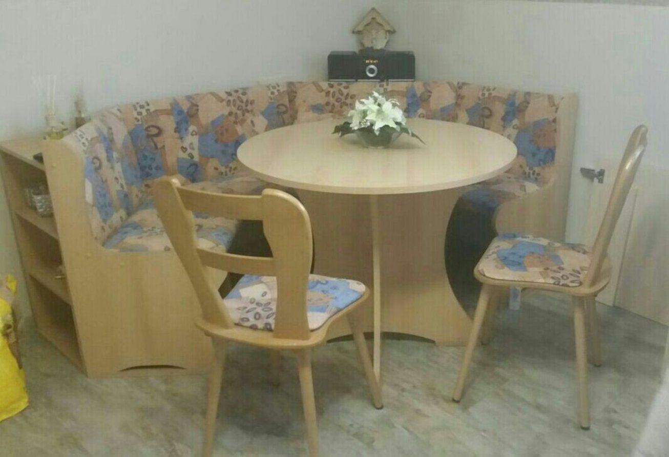 Gebraucht Eckbank Mit Runden Tisch Und Zwei Stühlen In 8020 Graz Um von Eckbank Für Runden Tisch Bild