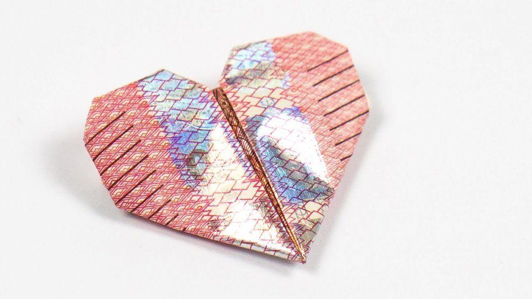 Geld Herz Falten Anleitung Um Einfach Ein Herz Aus Geld Zu Basteln von Geldschein In Herz Falten Bild