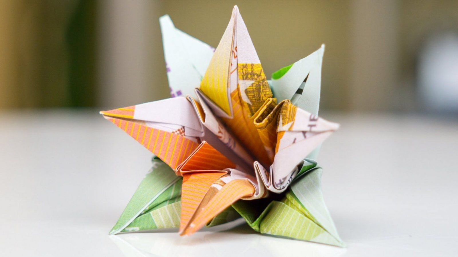 Geldgeschenk Hochzeit Blumen Falten  Youtube von Origami Rose Geldschein Anleitung Bild