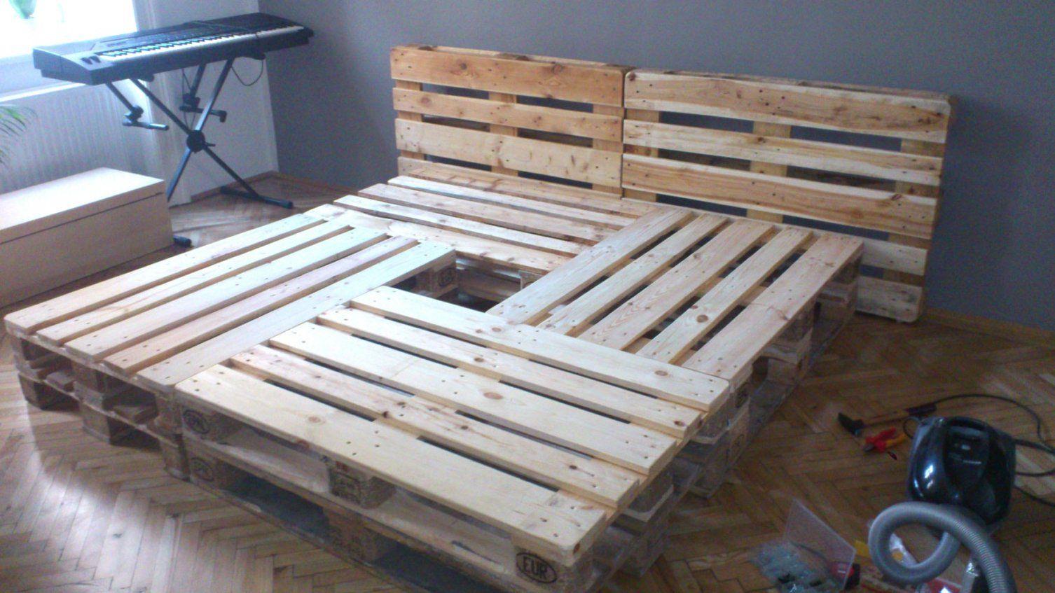doppelbett selber bauen aus europaletten youtube von europaletten bett mit lattenrost bild. Black Bedroom Furniture Sets. Home Design Ideas