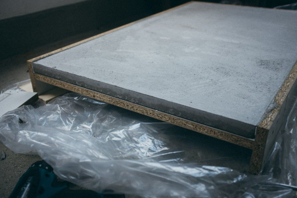 ghostbastlers tischplatte aus beton avec betonschalung. Black Bedroom Furniture Sets. Home Design Ideas