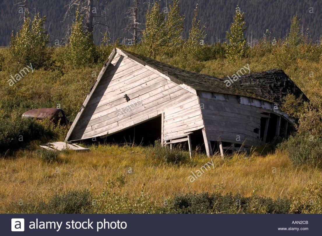 Haus In Alaska Durch Permafrostböden Verursacht Durch Globalwarming von Haus In Alaska Kaufen Bild