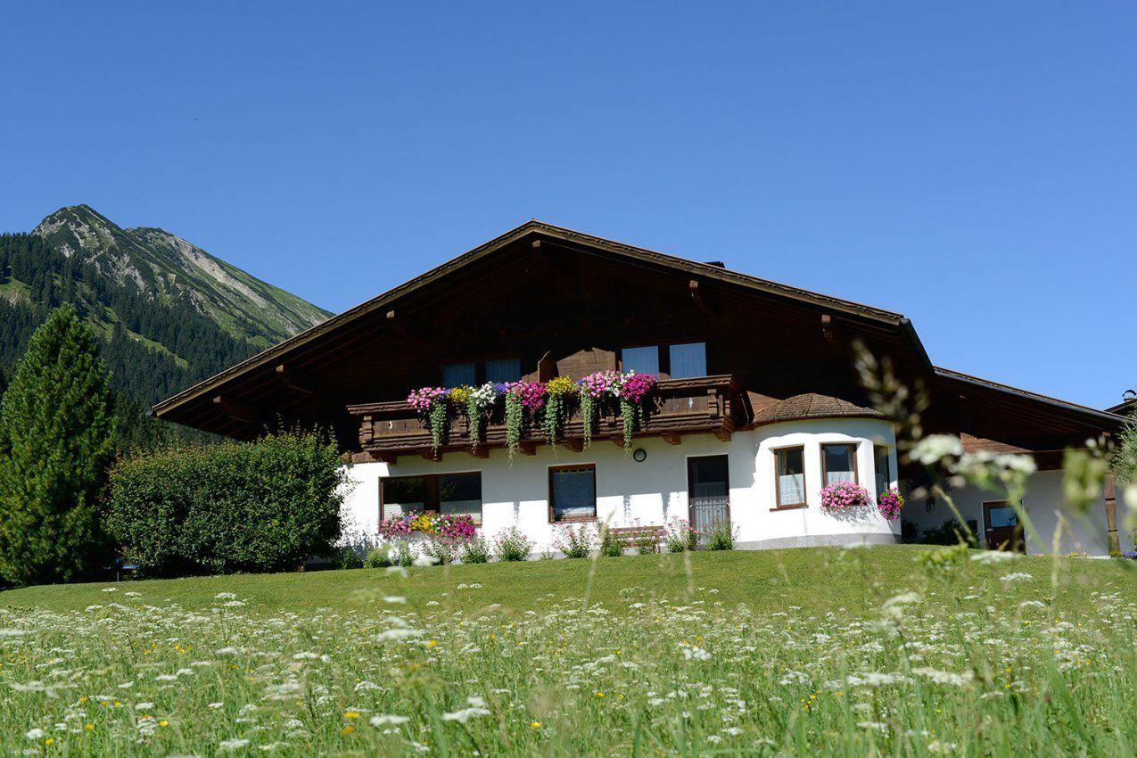 Haus Zobl Irene  Tannheim  Tannheimer Tal Tourismus von Haus Kaufen Tannheimer Tal Photo