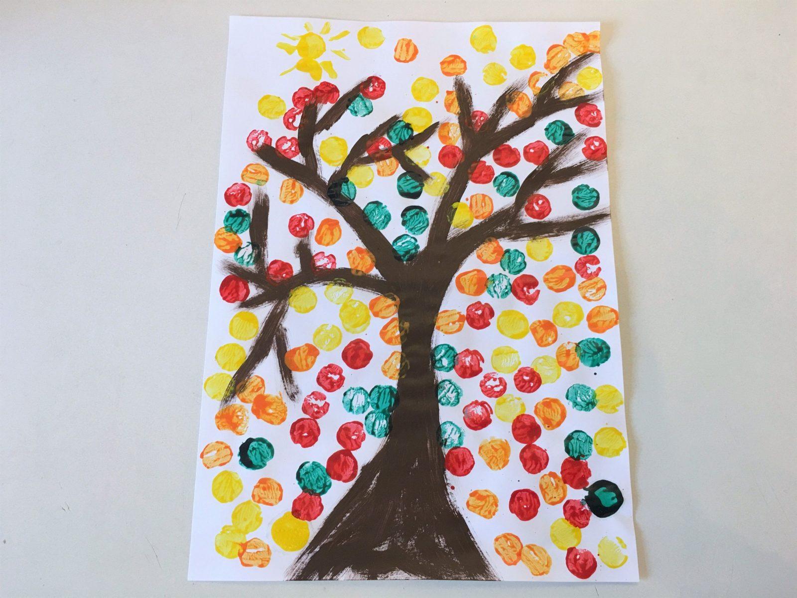 Herbstbaum Mit Korken Gestalten  Basteln Mit Kindern  Der von Bilder Gestalten Mit Kindern Bild