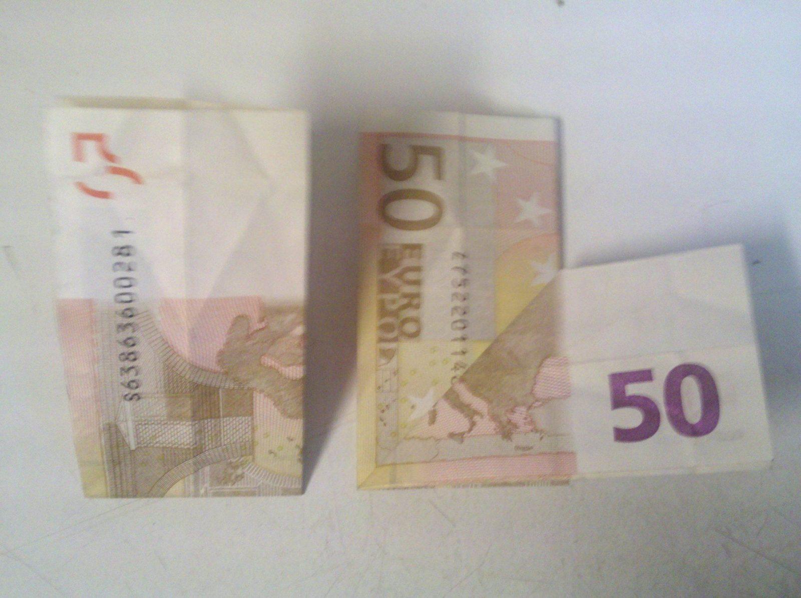 Herz Aus Geldschein Falten  Origami Mit Geldscheinen von Geldschein Zum Herz Falten Bild