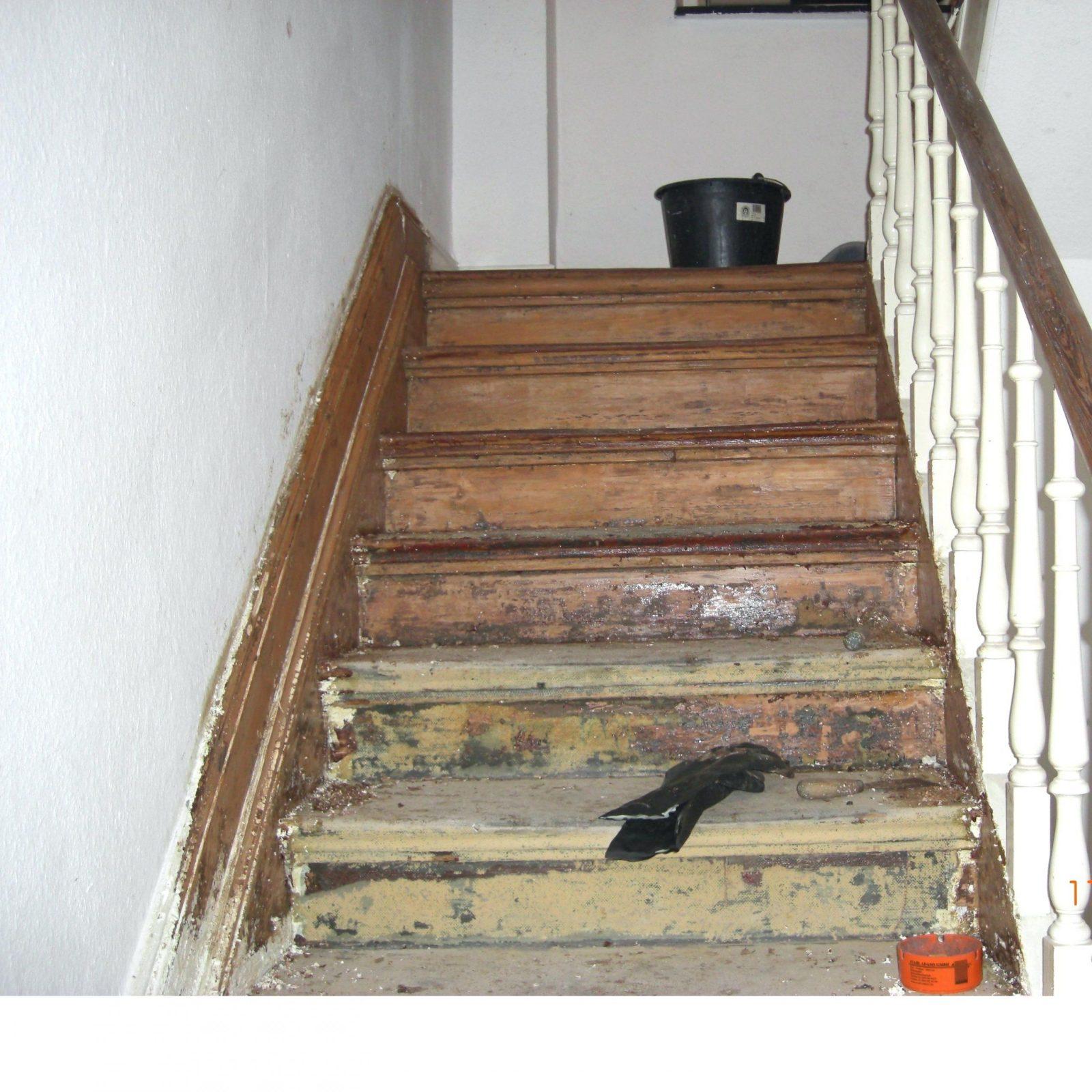 Holztreppe Abschleifen Und Neu Lackieren
