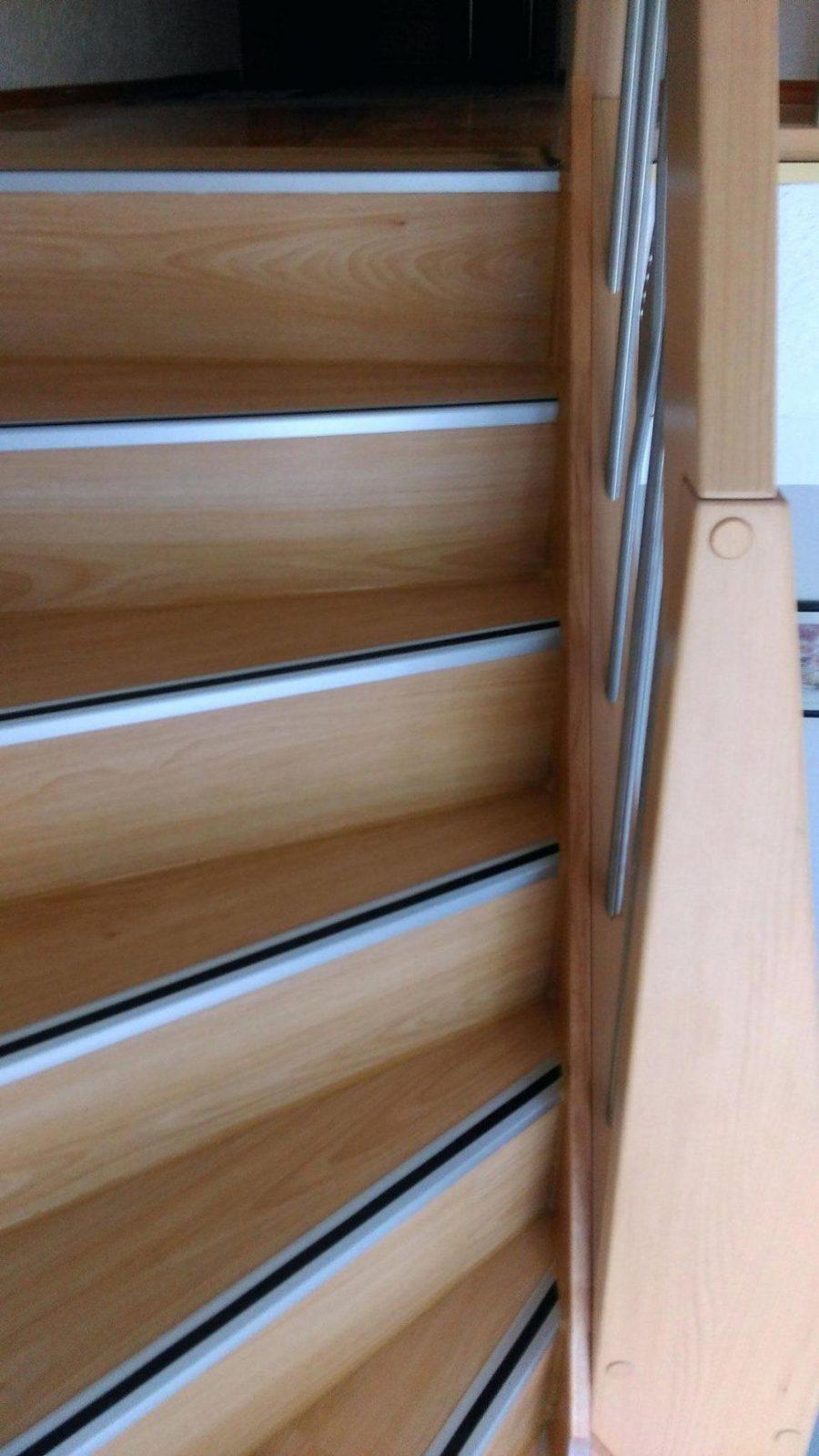 Holztreppe Rutschfest Machen Treppe Mit Vinyl Bekleben Inspirierend von Treppe Mit Vinyl Bekleben Bild