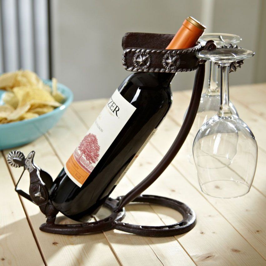 Horseshoes And Spurs Wine Bottle Holder Also Holds Two Wine Glasses von Unique Wine Bottle Holders Bild