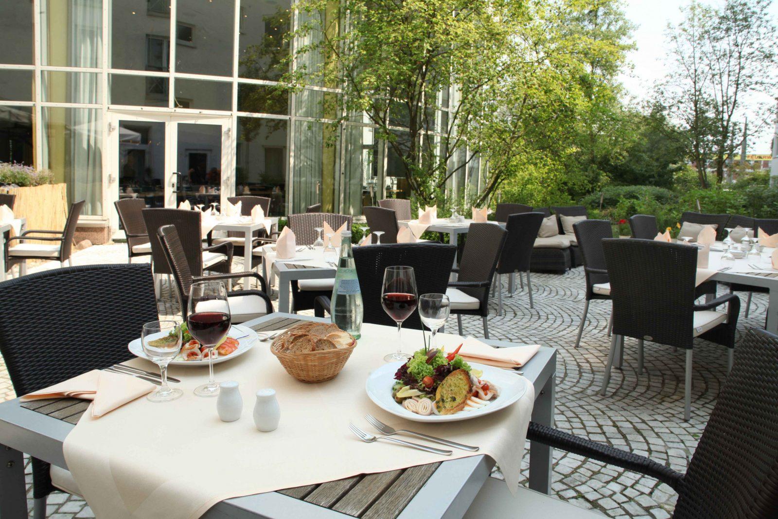 Hotel Hannover  Wyndham Hotel Hannover Atrium von Garten Zu Verschenken Hannover Bild