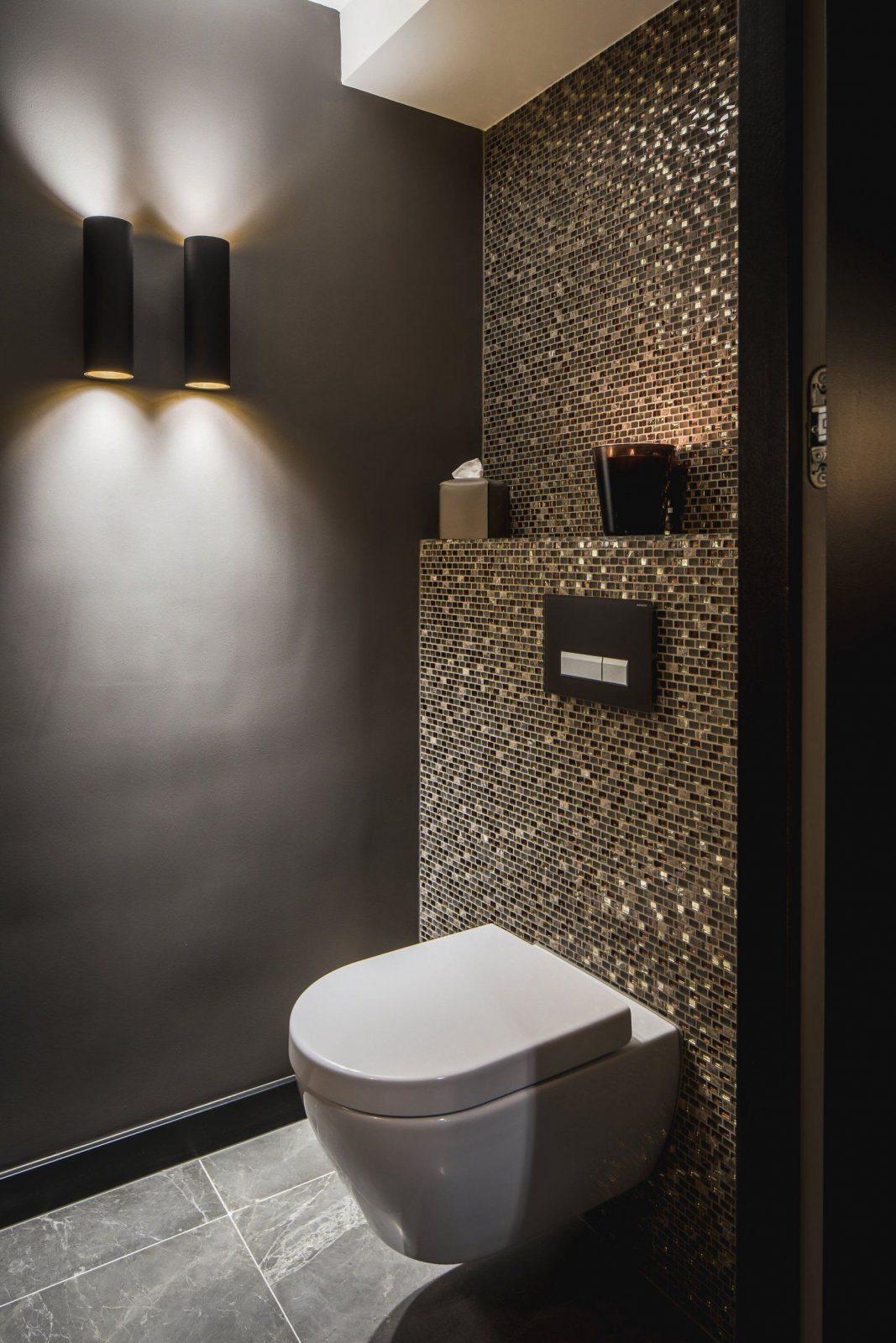Idee Gäste Wc Mosaik Glimmer Dunkle Wände Schimmer Glas Gold von Mosaik Fliesen Muster Ideen Bild