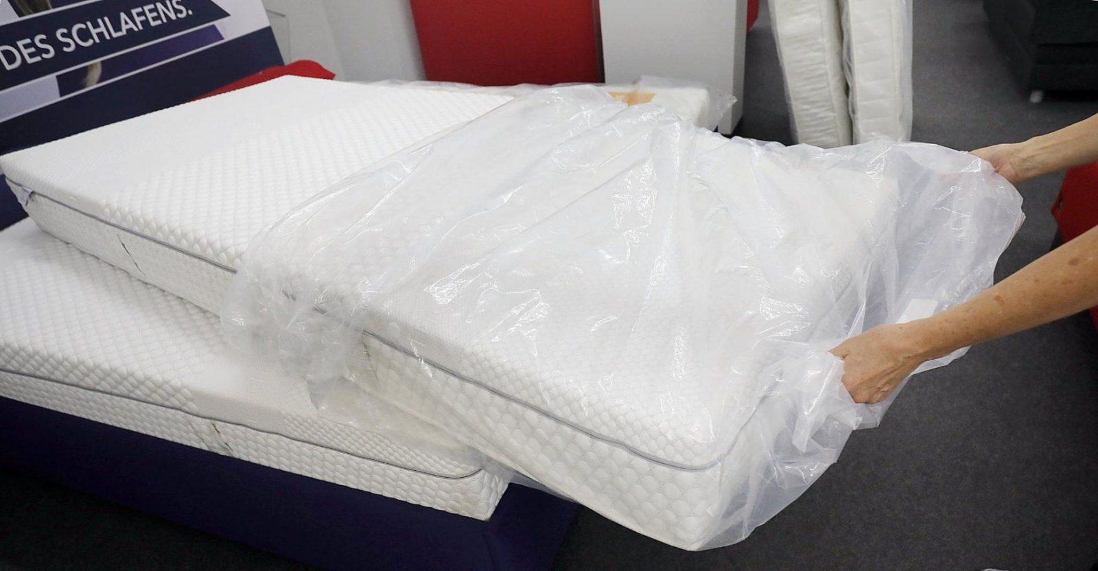 Ist Probeschlafen Okay Matratze Wird Vor Dem Eugh Ausgerollt von Matratze Umtauschen Ikea Bild